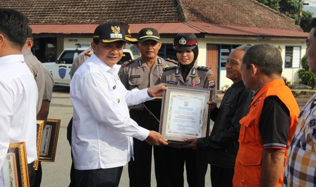 Dubalang Nagari dan Satpol PP Kab Solok Terima Reward