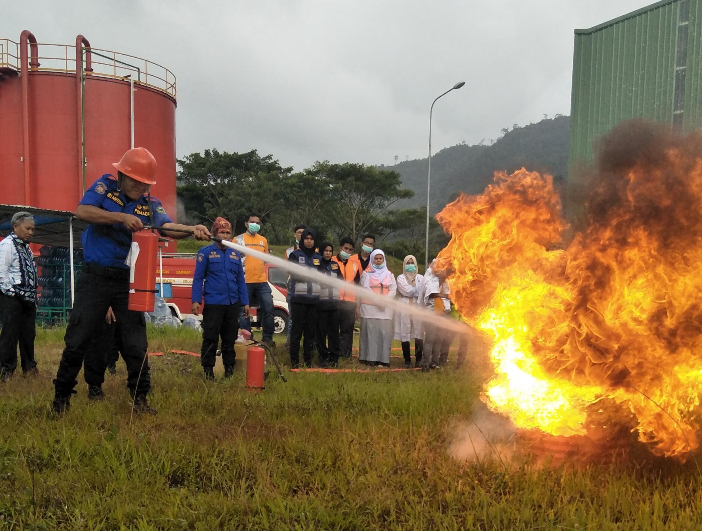 Damkar Kab. Solok adakan Simulasi Kebakaran di PT. Aqua Arosuka